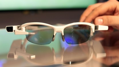 Sonys Datenbrille Smart Eyeglass Attach an einem Brillengestell