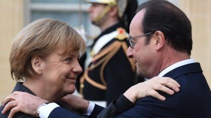 Schulterschluss mit Frankreichs Präsident Hollande: Zur Terrorbekämpfung drängt Merkel auf die Einführung der Vorratsdatenspeicherung.