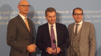 Telekom-Chef Höttges, EU-Digitalkommissar Oettinger und Infrastrukturminister Dobrindt (v.l.n.r.)