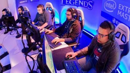 Spieler des Besiktas e-Sports Clubs bei den Intel Extreme Masters in Köln