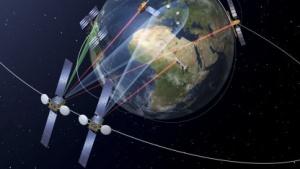 Kommunikationssatelliten im All (Symbolbild): schnelles Internet überall auf der Welt