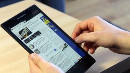 Das Lenovo Tab S8-50F liegt angenehm in der Hand.