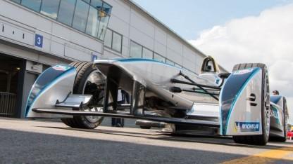 Formel-E-Rennwagen (bei Testfahrten in Donington Park, 2014): ab der fünften Saison kein Autowechsel mehr