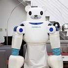 Robear: Bärenroboter trägt Kranke