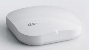 Der Eero ist ein Netzwerk-Router, der sich mit anderen Eeros zu einem Mesh-Netzwerk zusammenschließt.