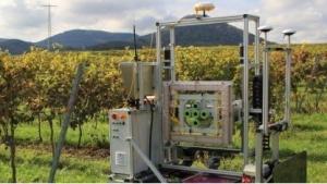 Phenobot ist der erste Freilandroboter für den Weinbau.