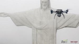 Quadcopter von Aeryon vor Cristo Redentor