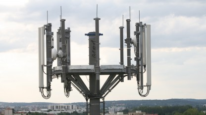 Die unterschiedliche Leistungsaufnahme in Smartphones beim Mobilfunk nutzen Forscher, um den Standort zu ermitteln.