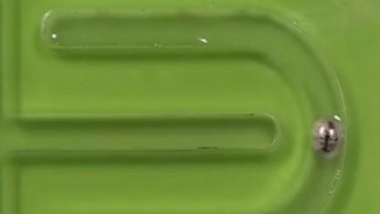 Biomimetischer Flüssigmetallmollusk: zwei Mechanismen der Fortbewegung