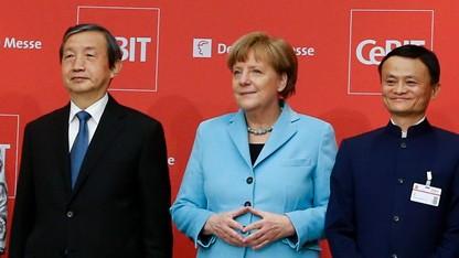 Kanzlerin Angela Merkel mit Chinas Vizepremierminister Ma Kai (links) und Alibaba-Gründer Jack Ma bei der CeBit-Eröffnung.
