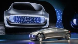 Konzeptauto Mercedes F 015: drahtlose Ladetechnik für Akkus
