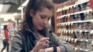 Die Apple Watch soll im Supermarkt beim Einkaufen helfen.