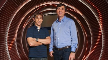 Neuer Zynga-Chef Mark Pincus, alter Zynga-Chef Don Mattrick (r.)