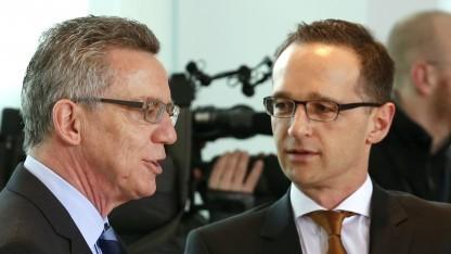 Einig bei der Vorratsdatenspeicherung: Innenminister Thomas de Maizière (l.) und Justizminister Heiko Maas