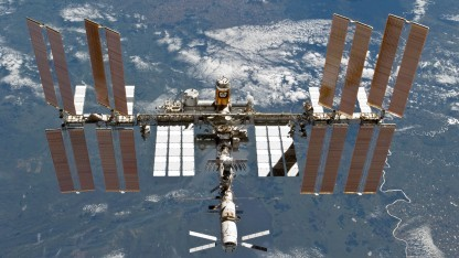 Mit Hilfe eines Lasers könnte die ISS vor Weltraumschrott geschützt werden.
