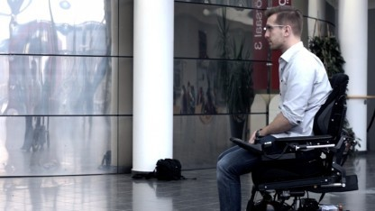 Mit Glass Chair können elektrische Rollstühle mit der Google Glass gesteuert werden.