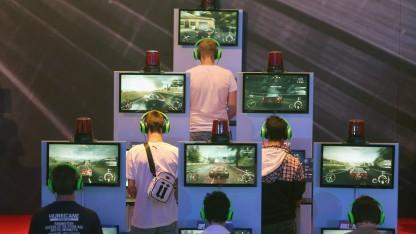 Konsolen im Spielmodus auf der Gamescom 2013