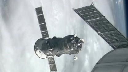 Raumtransporter Progress, ISS (Symbolbild): sowjetische Siegesfahne für die ISS
