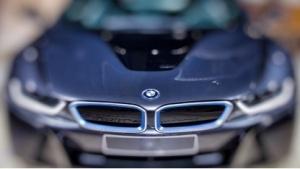 BMW will dem i8 bald einen kleineren i5 als Limousine zur Seite stellen.