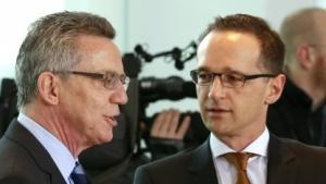 Einig bei der Vorratsdatenspeicherung: Innenminister Thomas de Maizière (l.) und Heiko Maas.