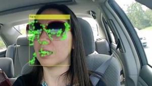 Brains4Cars erkennt Absichten des Autofahrers.