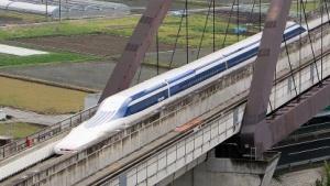 Maglev Zug von Central Japan Railway während einer Testfahrt.