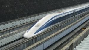 Maglev Zug von Central Japan Railway während einer früheren Testfahrt