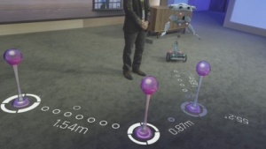 Microsoft demonstriert Hololens auf der Build 2015.