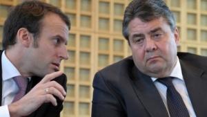 Emmanuel Macron (l.) und Sigmar Gabriel fordern gemeinsam die Regulierung wichtiger IT-Plattformen.