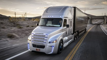 Freightliner Inspiration Truck: Highway Pilot entlastet Fahrer.