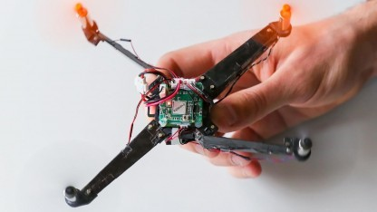 Origami-Drohne: Zusammengefaltet passt sie in die Hosentasche.