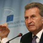 BND-Skandal: EU-Kommissar Oettinger testet Kryptohandy