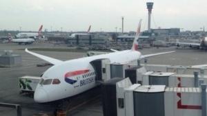 Betreiber der Boeing 787, hier das Modell 787-8 in Heathrow, wurden über einen Softwarefehler informiert.