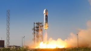 Start des Raumfahrzeugs New Shepard (Ende April 2015): Weltraumtourismus und Verkauf von Triebwerken