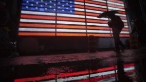 US-Flagge als Leuchttafel auf dem New Yorker Times Square