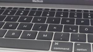 Die Macbook 12 Tastatur kommt noch ohne Touchpad auf den Tastenkappen aus.