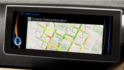 Anzeige freier Parkplätze mit BMWs dynamischer Parkwahrscheinlichkeitsprognose