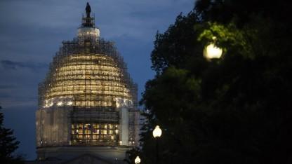 Die amerikanische Flagge vor dem Kapitol in Washington