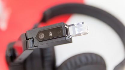 Der taiwanische Hersteller Chipsip hat eine Kombination aus Kopfhörer und Datenbrille vorgestellt.