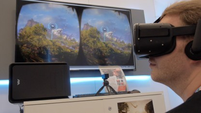 Michael Wieczorek probiert die VR-Demo von Crytek auf der E3 2015.