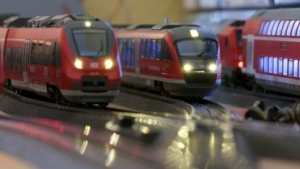Wer darf zuerst abfahren? Bei großen Eisenbahnunternehmen ist die Problemlösung zeitaufwendig.