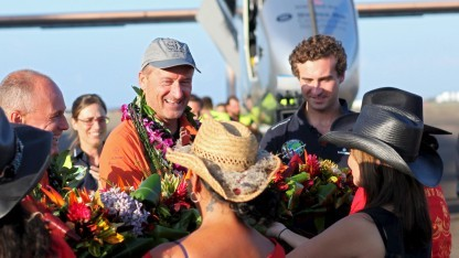 André Borschberg nach der Landung auf Hawaii