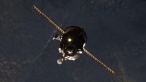 Der russische Progress-Frachter vor dem Andocken an der ISS