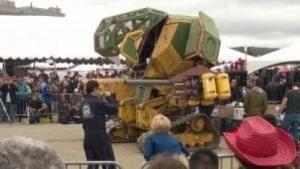 """Kampfroboter Megabot (auf der Maker Faire in San Francisco): """"Kanonen sind superamerikanisch."""""""