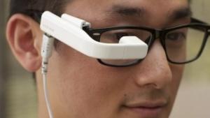 Die Vufine-Brille zeigt Bildschirminhalte an, die per HDMI-Kabel übertragen werden.