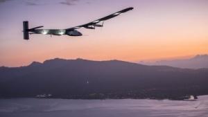 Solarflugzeug Si2 im Anflug auf Hawaii (am 3. Juli 2015): erste Möglichkeit für den Start nutzen