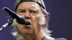 Neil Young bei einem Konzert im Juli 2014