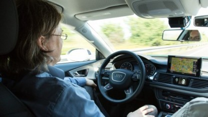 Fahren mit Assistenzsystem: Die Kontrolle zu übernehmen, kann lange dauern.