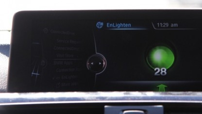 Die Enlighten-App im Infotainment-Display