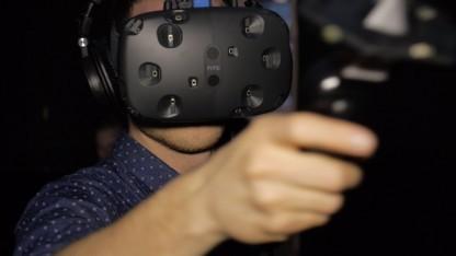Marc Sauter mit HTC Vive auf der Gamescom 2015